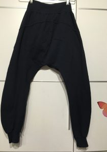 Pantalón informal azul marino.